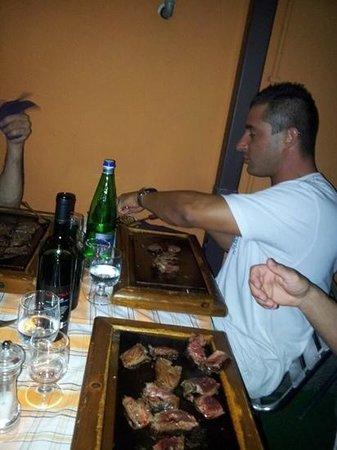 Bisteccheria da Mario: si mangia