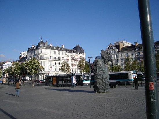Hotel Ibis Styles Rennes Centre Gare Nord : Na frente da estação de TGV