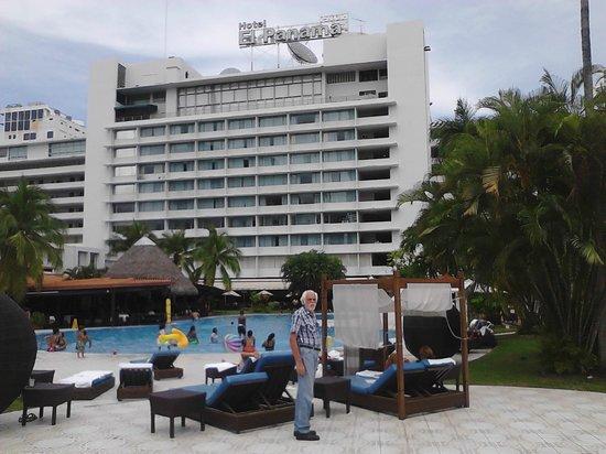 Hotel El Panama: Piscina y por detras edificio principal