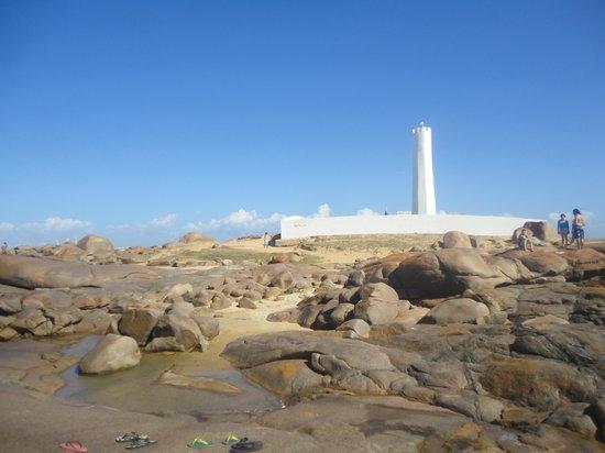 Parnaiba, PI: Farol e vista parcial da praia