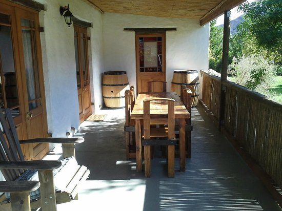 Bonnievale River Lodge: The Farmhouse covered Veranda