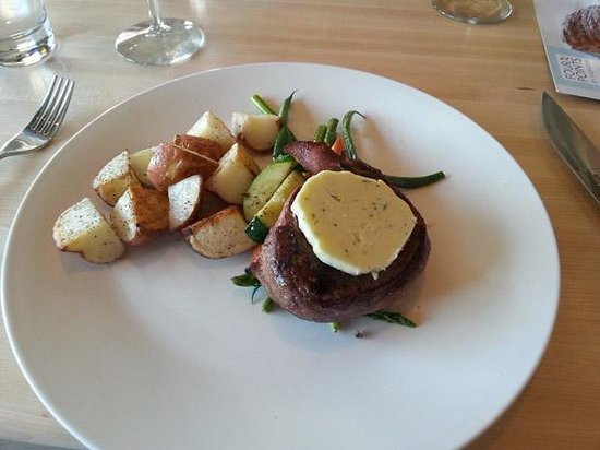 Ric's Lounge and Grill: 8oz Filet Mignon