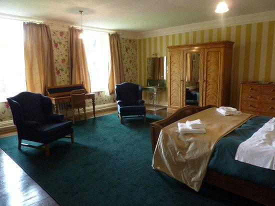 Gregynog Hall: Room 8