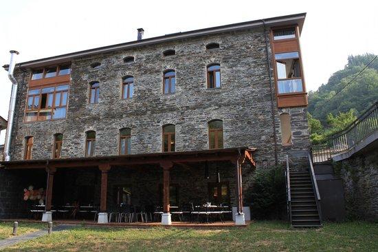 Hotel Rural Cecos: El hotel desde el jardín.