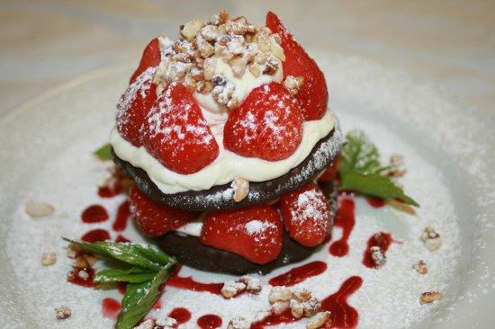 Gregynog Hall: Strawberries and cookies