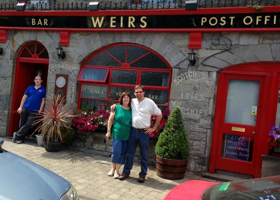 Weirs Bar and Restaurant: Kind waitress took our photo