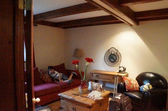 Le Domaine Tomali-Maniatyn: Montagnarde living room