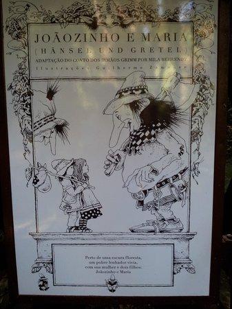 Placas que contam a histório de João e Maria