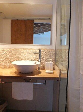 Sa Plana Hotel: Salle de bain assez moderne et pratique