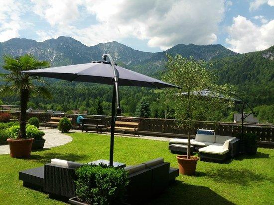 Hotel Lindwurm: Super Blick vom Garten auf die Berge