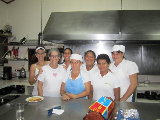 Drake Bay Wilderness Resort: With the kitchen staff
