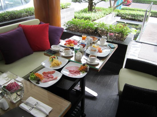 BYD Lofts Boutique Hotel & Serviced Apartments : Even though its low season, the breakfast buffet is rich