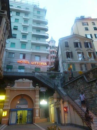 Hotel Vittoria Orlandini : Take the elevator to get to reception