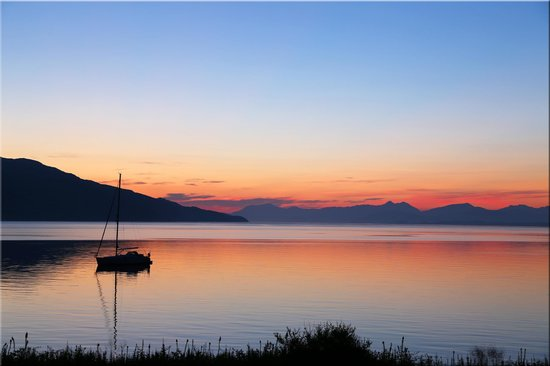 Linnhe View: Dawn looking East to Ben Nevis