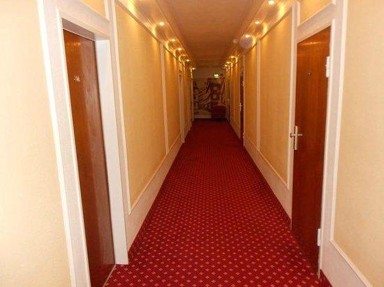 Novum Hotel Continental Frankfurt: corridoio
