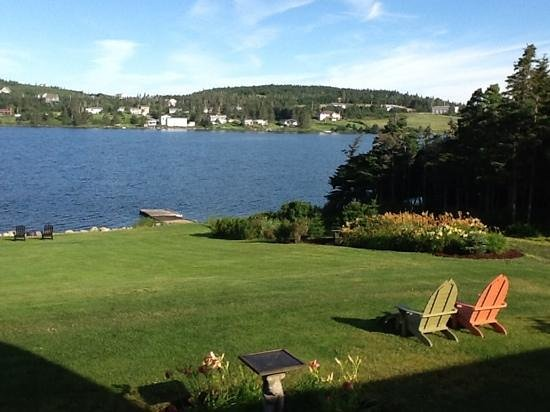 Coastal Waters Accommodations B&B: garden and lake view, from the upper patio.