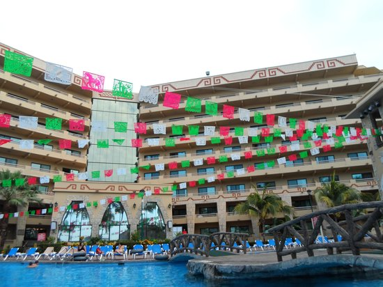 Paradise Village Beach Resort & Spa: Getting ready for the fiesta in the evening.