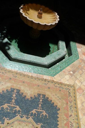 Riad Lakhdar: Courtyard fountain