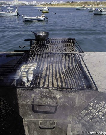 A Ribeira: Sardines on the grill