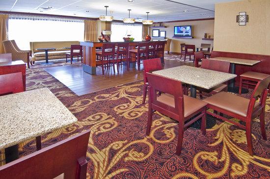 Hampton Inn Corinth : Hotel Lobby