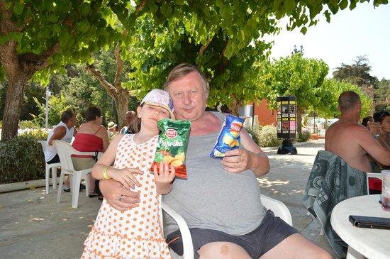 MedPlaya Hotel San Eloy : le chef et sa petite fille à l abreuvoir.