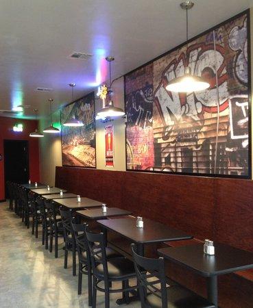 Nicky's Pizzeria: Indoor seating