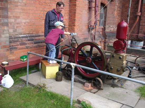 Claymills Victorian Pumping Station: Engine Driver!
