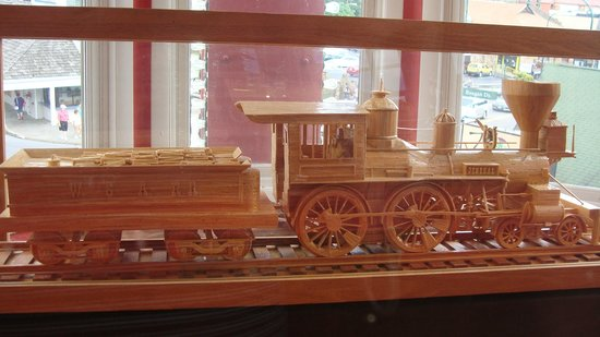 Ripley's Believe It or Not!: Matchstick train