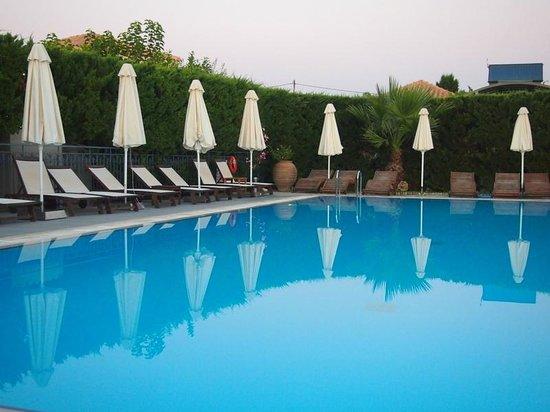 Avithos Resort: The pool