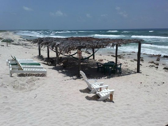 Mezcalitos Restaurant & Beach Bar Cozumel : Great place for a siesta