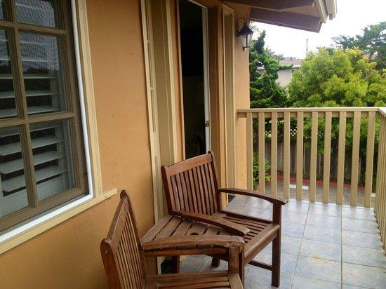 Sunset Inn: Lovely balcony seating