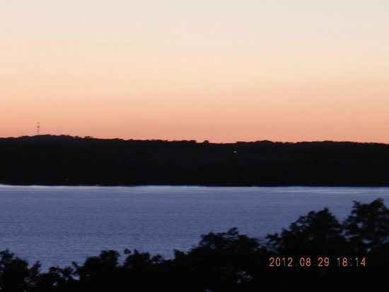 Cayuga Lake Wine Trail: Evening view of the lake