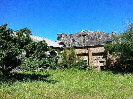Acude Cedro : Antigos armazens atualmente abandonados.