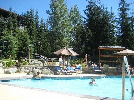 Coast Blackcomb Suites at Whistler: Coast hotel pool area