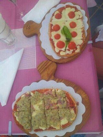 Zi Antò : Fantastica bruschetta con crema di carciofi, pancetta, salsa di pomodoro e mozzarella fusa. L'al