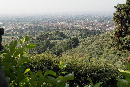 Villa Sermolli: Blick ins Tal