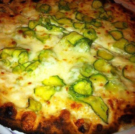 La gatta mangiona : Pizza Zucchine & Cipolle