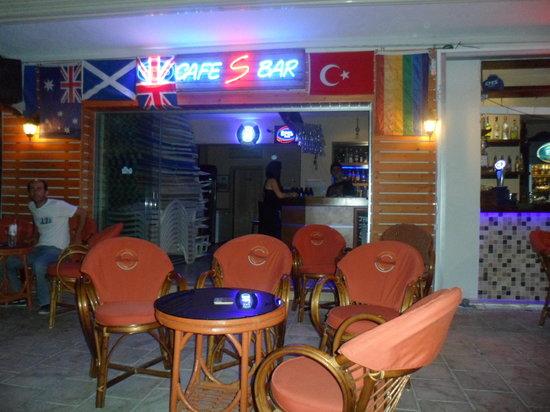 Cafe S Bar