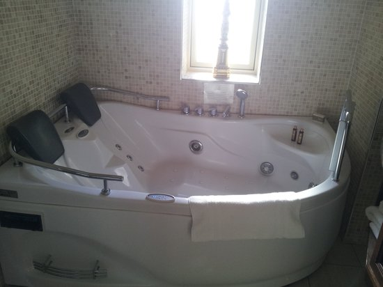 Lough Erne Resort: Jacuzzi, 2 seater