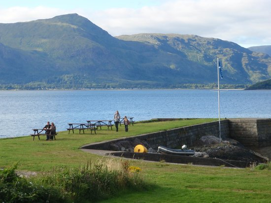 Loch Linnhe Waterfront Lodges: Jetty in front of the hotel