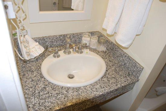 White Swan Inn: Bathroom sink