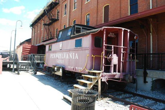 Altoona Railroaders Memorial Museum: Caboose in the train yard
