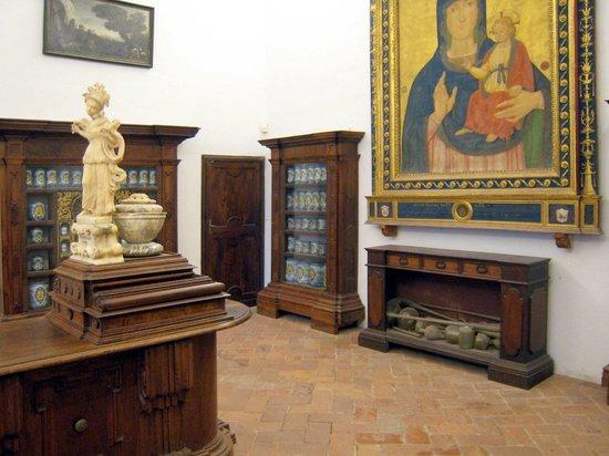 Abbazia di Monte Oliveto Maggiore: Un angolo della farmacia