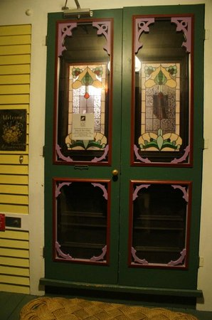Inn at the Oaks : Entry doors