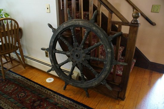 Inn at the Oaks : Captains wheel
