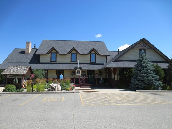 Grand Forks Station Pub: View from the front