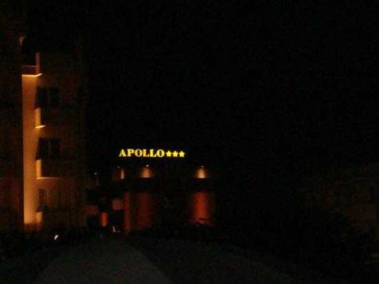Hotel Apollo: Hotel bei Nacht
