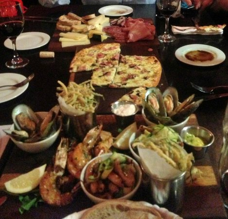 Remo's Originale : Seafood Platter, Pizza, Cheese Plate