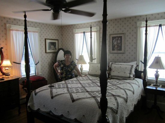 Morning Glory Bed & Breakfast: Rebecca Nurse Room