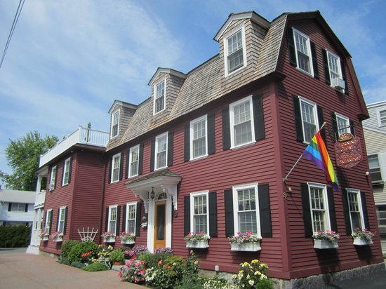 Morning Glory Bed & Breakfast: Exterior across the street from the 7 Gables